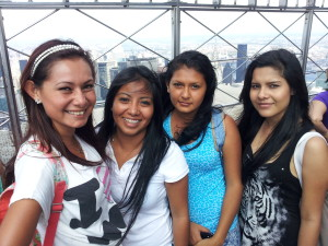 Chicas at the Empire state top in N  York